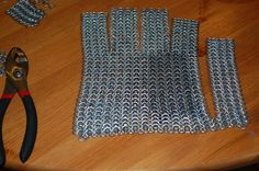 How to Make a Chainmail Glove Chainmail Shirt, Chainmail Armor, Chainmail Patterns, Viking Cosplay, Foam Armor, Renaissance Fair Costume, Armor Clothing, Leather Armor, Chain Mail