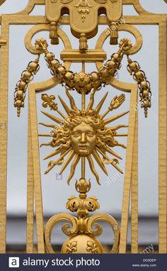 sun-king-emblem-on-railings-palace-of-versailles-france-DC0DEP.jpg (858×1390)