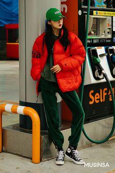 Korean Street Fashion - Life Is Fun Silo Tokyo Street Fashion, Korean Street Fashion, Korean Outfit Street Styles, Asian Street Style, Korean Fashion Trends, Asian Fashion, Korea Fashion, Fashion Edgy, Vogue Fashion