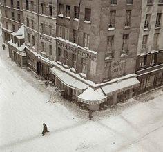 """last-picture-show: """"""""Robert Doisneau, Rue du Petit-Pont, 1940 """" """""""