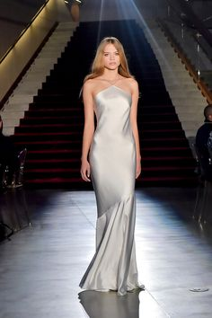 gorgeous gowns The complete Rachel Zoe Fall 2018 Ready-to-Wear fashion show now on Vogue Runway. Evening Dresses, Prom Dresses, Bridesmaid Dresses, Formal Dresses, Wedding Dresses, Long Dresses, Bridal Gowns, Couture Fashion, Runway Fashion