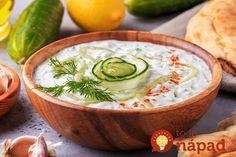 Fantastický recept ako z gréckej taverny. Dajte ho ku grilovaným pochúťkam a buďte si istí, že tatárska omáčka a kalorická majonéza ostanú bez povšimnutia.