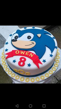 Option for cake Hedgehog Cupcake, Sonic The Hedgehog Cake, Hedgehog Birthday, Sonic Birthday Cake, Sonic Birthday Parties, Sonic Party, 7th Birthday, Bolo Sonic, Sonic Cake