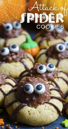 These delicious Spider Cookies are the perfect Halloween treat! Crunchy chocolate-peanut-butter spiders have attacked these soft and chewy sugar cookies! Creepy Halloween Food, Diy Halloween Treats, Halloween Desserts, Halloween Cookies, Easy Halloween, Holiday Treats, Holiday Recipes, Halloween Spider, Halloween Baking