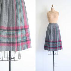 Etsy の 1980 年代のプリーツ スカートをナイフ  冬のチェック柄/グレー ウール  by AgeofMint