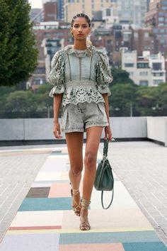 New York Fashion, Runway Fashion, Fashion News, Spring Fashion, High Fashion, Fashion Show, Fashion Looks, Womens Fashion, Fashion Design