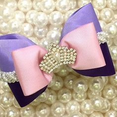 Na nova coleção Tuka nossos clientes lojistas contaram com os laços temáticos das Princesas da Diney! Esse é da Rapunzel 👸🏼😍🎀Laço lindo e de qualidade Tuka Acessorios!#baby #princesa #laços #tiaras #headband #minifashionistas #moda #beautiful #princesinha #amordamamae #maedemenina #ribbons #guipir #acessoriosinfantis #lacinho #glitter #linda #fofura #gorgurao #fitas #princess #bowboutique #child #cute #brancadeneve #princesas #disney #asprincesas #rapunzel