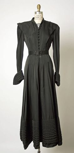 Dress, Evening  House of Balenciaga  (French, founded 1937)  Designer: Cristobal Balenciaga (Spanish, 1895–1972) Department Store: Bergdorf Goodman (American, founded 1899) Date: 1947 Culture: French