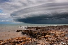 Ominous A late afternoon thunderstorm produces a beautiful shelf cloud as it tracks towards to coast. Darwin Australia, Western Australia, Places To Travel, Places To See, Darwin Nt, Largest Countries, Wild Nature, Extreme Weather, Historical Sites
