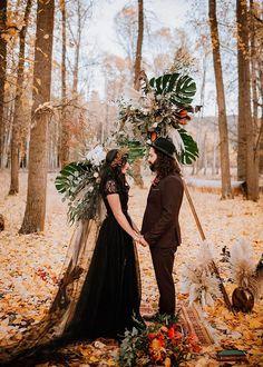 Moody Autumn Vow Renewal With An Off-Beat Ceremony Backdrop ⋆ Ruffled Wedding Ceremony Decorations, Ceremony Backdrop, Boho Beach Wedding, Dream Wedding, Garden Wedding, Samhain, Estilo Dark, Wedding Venue Inspiration, Space Wedding