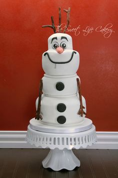 Sculpted Olaf Cake — Disney Themed Cakes- is this stinking cute or what. Pretty Cakes, Cute Cakes, Beautiful Cakes, Awesome Cakes, Disney Themed Cakes, Disney Cakes, Cake Cookies, Cupcake Cakes, Cake Fondant