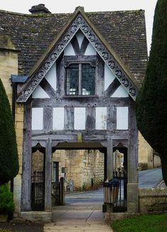 Shenandoah & Stuff: Bargeboards and Magic Cauldons Tudor House, Medieval Houses, England, Tudor Style, Medan, Old Buildings, Countryside, Beautiful Places, Construction