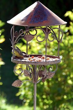 Bird table, love it Garden Junk, Garden Gates, Garden Crafts, Garden Ideas, Diy Crafts, Bird Tables, Bird Boxes, Spring Is Here, Pretty Birds