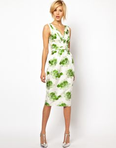 I need to make a dress like this! A classic spring dress. So pretty!
