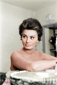 Old Hollywood Stars, Hollywood Icons, Hollywood Actresses, Classic Hollywood, Vintage Hollywood, Carlo Ponti, Loren Sofia, Sophia Loren Images, Actrices Sexy