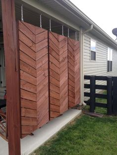 Awesome DIY Outdoor Eyesore Hiding Ideas To Beautify Your Garden . : Awesome DIY Outdoor Eyesore Hiding Ideas To Beautify Your Garden Hanging Wooden Screens For Back Patio Privacy Back Patio, Backyard Patio, Backyard Landscaping, Landscaping Ideas, Patio Fence, Diy Patio, Yard Fencing, Dog Fence, Fence Gate