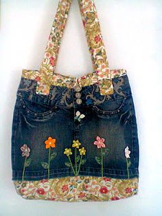 DIY Idea: Jeans- Denim Bag with lovely Flower appliques. By Alexsandraartesanato.blogspot.com