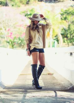 Boho Chic   Chapéu Floppy e botas Over the knees