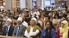 Da Milano a Palermo, da Genova a Roma e Bari, imam e fedeli in preghiera con i cattolici rispondendo all'iniziativa promossa dalla comunità islamica