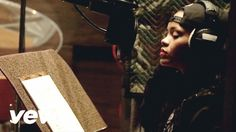 Rihanna - Bitch Better Have My Money (In Studio Behind The Scenes) (Expl...