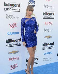 HOT OR NOT?  Taylor Swift foi a grande vencedora neste domingo ao ganhar oito prêmios no Billboard Awards 2013 realizado em Las Vegas. Com seu vestido geométrico azul Klein da grife Zuhair Murad.  #hotornot