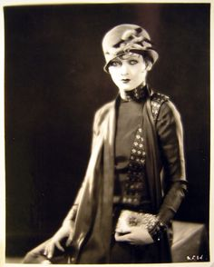 Myrna Loy, 1920s (a little early for the focus of this board, but I love her look too much to not repin it).