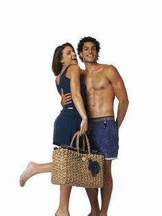 Weidentasche, Benetton - Mode: Accessoires für den Sommer, Sommertrends 2007 - Mega Maxi. So könnte man diese Korbtasche aus natürlichem Weidengeflecht beschreiben, in die das Picknick einer ganzen Familie passen würde. Das gewisse Etwas: die dezente Jeans-Blume...