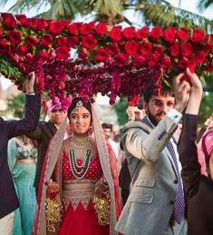 Phoolon ki chadar- A beautiful rose chaadar for bridal entry. #wedding #indianwedding #weddingideas #weddingtrends #weddingfashion #bride #phoolonkichaadar #flower #bridalenrty