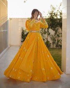 Pakistani Fashion Party Wear, Pakistani Wedding Outfits, Pakistani Dresses Casual, Indian Gowns Dresses, Indian Fashion Dresses, Pakistani Dress Design, Indian Designer Outfits, Bridal Outfits, Designer Dresses