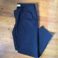 """Old Navy Pixie pants Cropped, cotton and spandex pants. 25"""" inseam. Comfy, stylish and in great condition! Old Navy Pants Ankle & Cropped"""