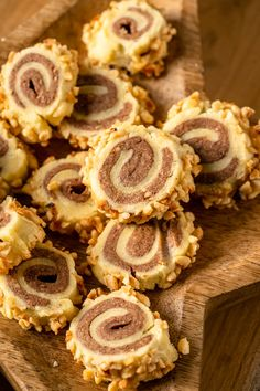 Zauberhafte Nusskringel Plätzchen - Einfach Malene Bread Recipes, Cookie Recipes, Cake & Co, Cake Cookies, Sweet Recipes, Food And Drink, Sweets, Baking, Eat