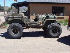 I would love to own such a nice old jeep. hmmm....which board to put this in? well, it reminds me of rat patrol, so into films it goes. if I could find a ride like that, though! <3