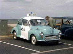If police car looked like this! Morris Minor - Vintage and Retro Cars British Police Cars, Old Police Cars, Old Cars, Emergency Vehicles, Police Vehicles, Morris Minor, Cars Uk, Classic Chevy Trucks, The Old Days