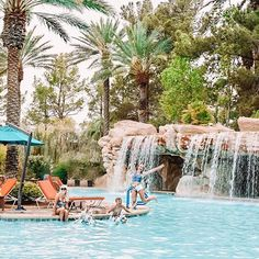 Yay summer yayyyyyy! 💦⛱️ . We spent the day at the pool with no pictures taken🙅🏼♀️📷! To me that means I must have been having an amazing time!  So here is a throwback to the JW Marriott in Vegas!  I am going
