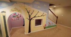 Déco : utilisez l'espace sous l'escalier pour réaliser une jolie maisonnette pour vos enfants