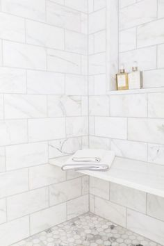 Gorgeous Cheap Shower Tile's Ideas Must Know – TRENDS U NEED TO KNOW The tile you select will have a massive effect on the appearance of your bathroom, and also on your financial plan. Shower tile is the best way to go … - Marble Bathroom Dreams Travertine Shower, Bathroom Mirrors, Marble Tile Bathroom, Master Bath Shower, Bathroom Cabinets, White Master Bathroom, Minimal Bathroom, Bathroom Faucets, White Marble Bathrooms