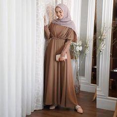 Dress Brokat Muslim, Muslim Gown, Dress Brokat Modern, Kebaya Modern Dress, Kebaya Dress, Dress Pesta, Simple Bridesmaid Dresses, Modest Dresses, Elegant Dresses