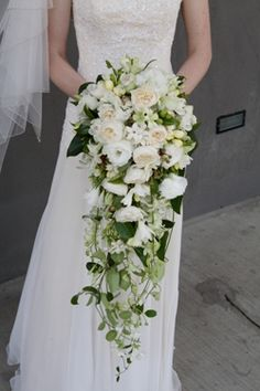 Long Trailing. I like this style, but more flowers in the bouquet and to have more of a defined pointed trail.
