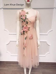 Pink embroidered dress Dress Neck Designs, Fashion For Petite Women, Mexican Dresses, Beaded Gown, Embroidery Dress, Pakistani Dresses, Dress Patterns, Designer Dresses, Beautiful Dresses