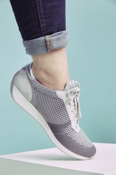 Make up Artist Anja Frankenhäuser aka Schminktante testet den neuen Fusion4 Sneaker von ara Shoes.