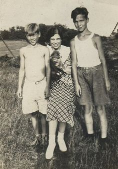 farm kids Antique Photos, Vintage Photos, Farm Kids, Family Photos, Couple Photos, Past Life, Pretty Eyes, Old Pictures, My Dad