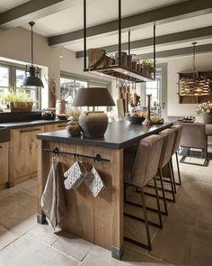 39 Most Amazing Rustic Farmhouse Kitchen Design – Magazine Decorations Home Decor Kitchen, Rustic Kitchen, Interior Design Kitchen, New Kitchen, Home Kitchens, Small Kitchens, Industrial Kitchen Island, Interior Paint, Rustic Farmhouse