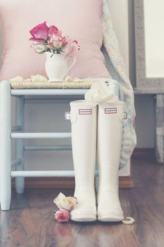 White Hunter Tall rain boots - Shoes and beauty Snow Boots, Ugg Boots, Boots Sale, Furry Boots, Suede Boots, Leather Sandals, Cute Shoes, Me Too Shoes, Hunter Tall Rain Boots
