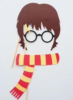 Моя подруга решила, что хочет встретить свой двадцать пятый день рождения в стиле любимой серии книг и фильмов «Harry Potter». Ну что ж, такую мечту нужно обязательно исполнить! Я нашла множество необычных идей, которые будет просто воплотить в жизнь. Приглашаю вас погрузиться во вдохновляющую атмосферу праздника: Письмо из Хогвартса?! Очень кстати! Теперь нам нужно попасть на платформу «9 3/4».
