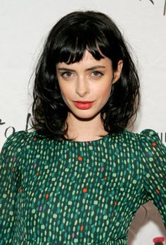 Krysten Ritter's Sexy, Sophisticated Short Bangs Short Bangs, Long Hair With Bangs, Blunt Bangs, Stacked Bob Hairstyles, Hairstyles With Bangs, Hair Inspo, Hair Inspiration, Medium Hair Styles, Curly Hair Styles