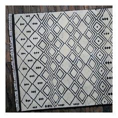 Tapis noué main isoka ivoire the rug republic 160x230 - Tapis Cosy