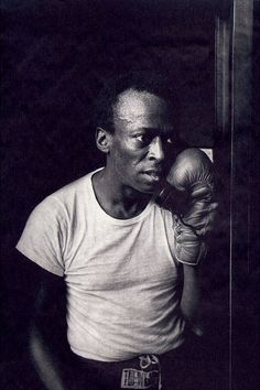 Miles Davis was an avid boxing fan, even dedicating one of his albums to Jack Johnson. Miles Davis, Sugar Ray Robinson, Jazz Artists, Jazz Musicians, Top Artists, Jack Johnson, Jim Marshall, Cool Jazz, Jazz Blues