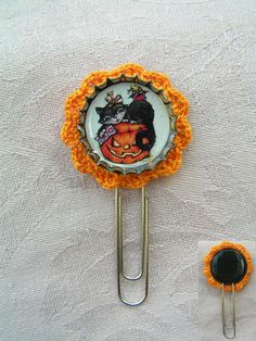Lace Miracle Collection - Happy Halloween!  ---    I made this funny little bookmark for Halloween. here is everything what symbolizing the feast: black cat, pumpkin lantern, lovely ghost and candy corn.   I paintec the cap into blach and decorated with pumpkin-yellow lace just for the feeling.