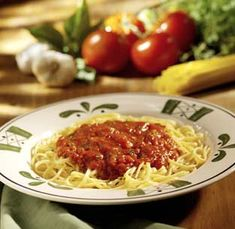 Olive Garden Marinara Recipe- this has always been my favorite sauce (slight spicy kick) but nothing I've bought compares Pasta Recipes, Real Food Recipes, Dinner Recipes, Cooking Recipes, Vegan Recipes, Italian Dishes, Italian Recipes, Marinara Recipe, Olive Garden Marinara Sauce Recipe