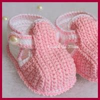 Crochet Baby Booties Slippers Free Patterns: Crochet Baby Booties Slippers for Spring and Crib Walkers, Easy Quick Crochet Gifts for Baby girl and boy Crochet Baby Sandals, Booties Crochet, Crochet Baby Clothes, Crochet Shoes, Crochet Slippers, Crochet Fabric, Hat Crochet, Baby Shoes Crochet Pattern, Baby Slippers